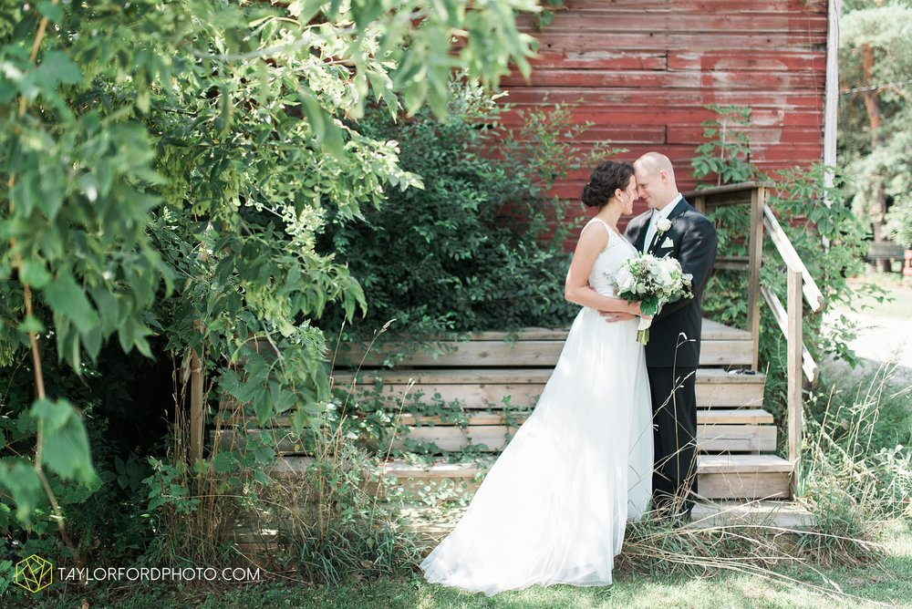 charlotte-battlecreek-michigan-wedding-photographer-Taylor-Ford-Photography-Ohio-Indiana_2873.jpg