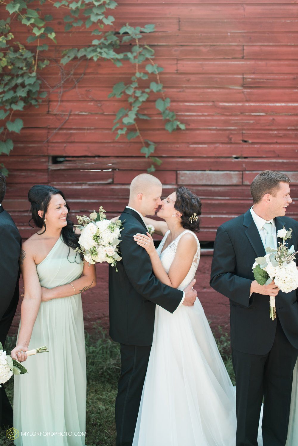 charlotte-battlecreek-michigan-wedding-photographer-Taylor-Ford-Photography-Ohio-Indiana_2879.jpg