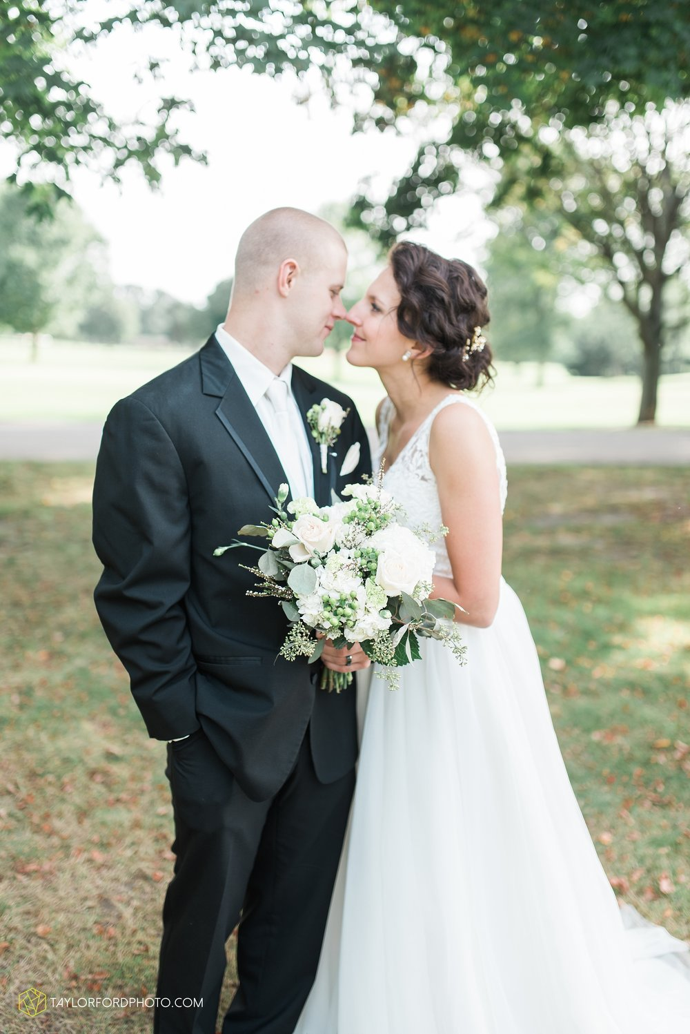 charlotte-battlecreek-michigan-wedding-photographer-Taylor-Ford-Photography-Ohio-Indiana_2933.jpg