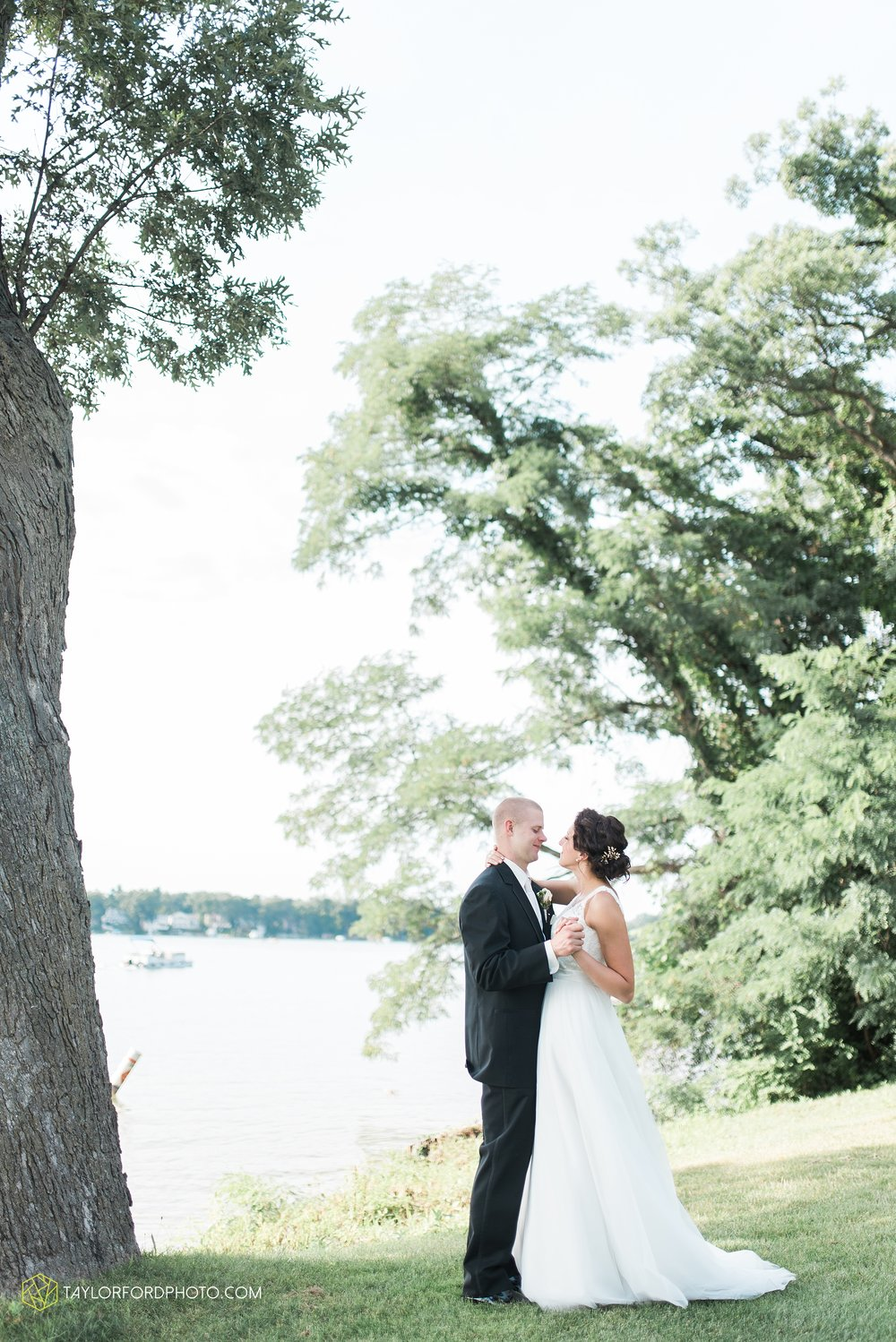 charlotte-battlecreek-michigan-wedding-photographer-Taylor-Ford-Photography-Ohio-Indiana_2946.jpg