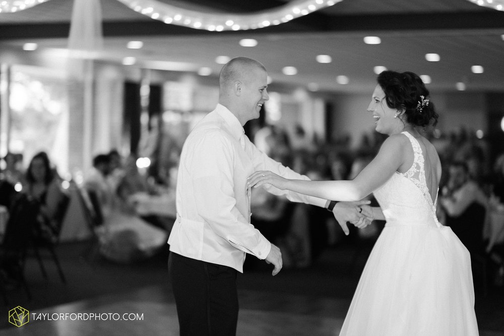 charlotte-battlecreek-michigan-wedding-photographer-Taylor-Ford-Photography-Ohio-Indiana_2957.jpg