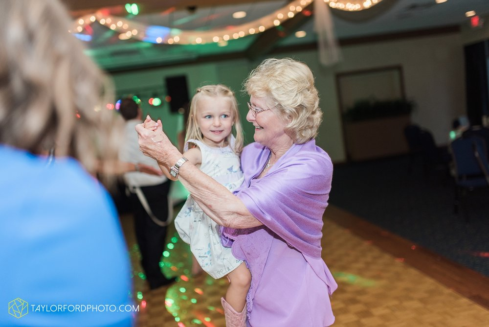 charlotte-battlecreek-michigan-wedding-photographer-Taylor-Ford-Photography-Ohio-Indiana_2976.jpg