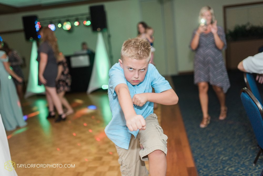 charlotte-battlecreek-michigan-wedding-photographer-Taylor-Ford-Photography-Ohio-Indiana_2991.jpg