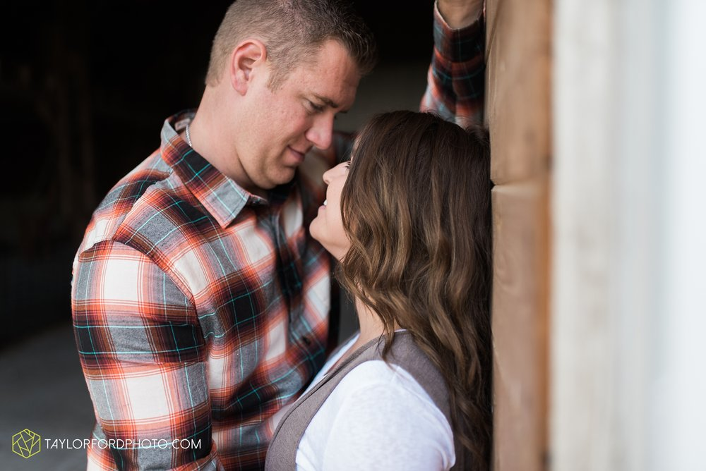 van-wert-ohio-engagement-wedding-photographer-Taylor-Ford-Photography_3602.jpg