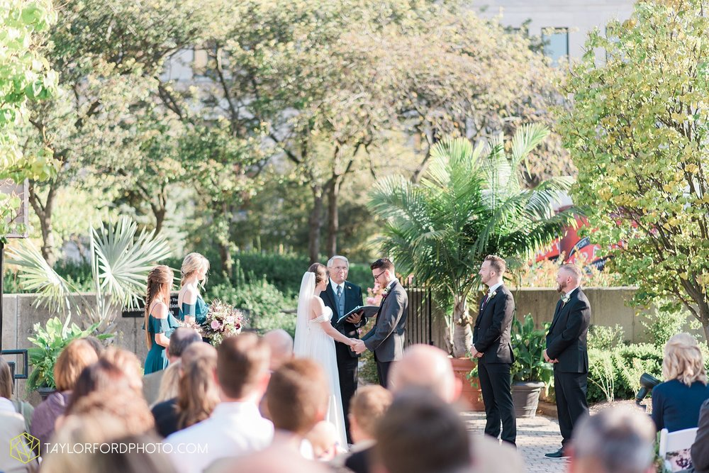 fort-wayne-indiana-wedding-photographer-Taylor-Ford-Photography-foellinger-freimann-botanical-conservatory_3888.jpg