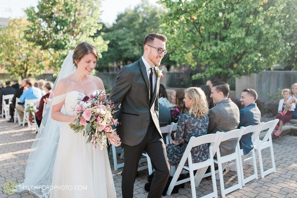 fort-wayne-indiana-wedding-photographer-Taylor-Ford-Photography-foellinger-freimann-botanical-conservatory_3891.jpg