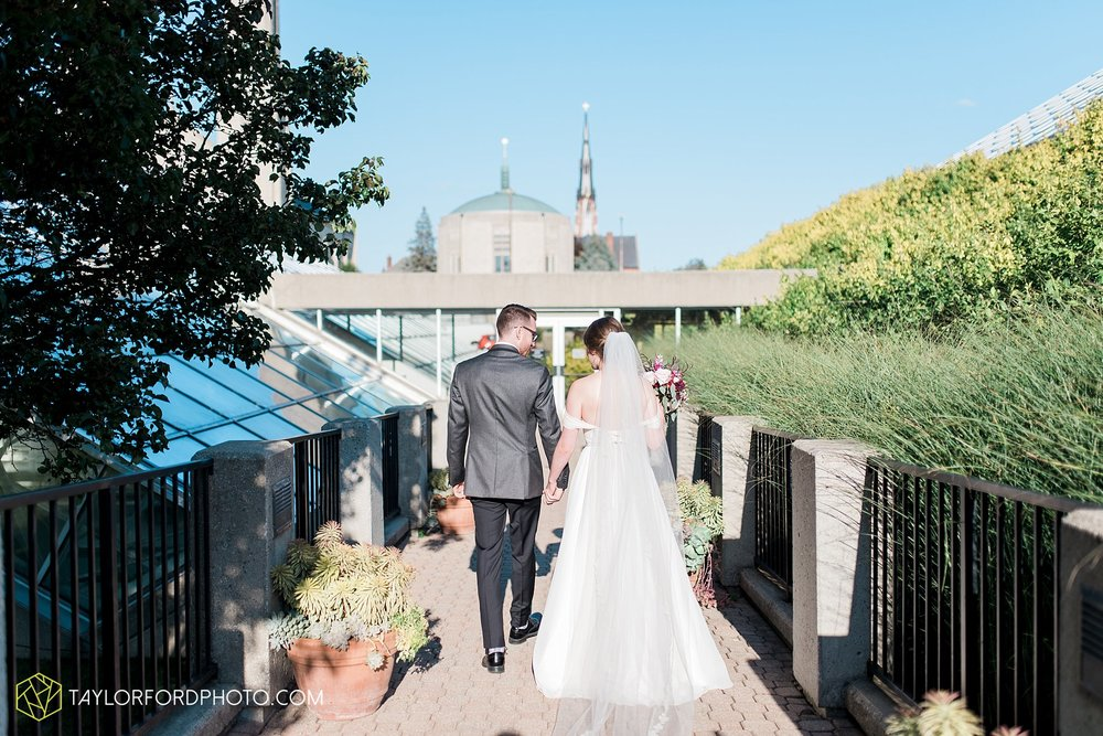fort-wayne-indiana-wedding-photographer-Taylor-Ford-Photography-foellinger-freimann-botanical-conservatory_3892.jpg