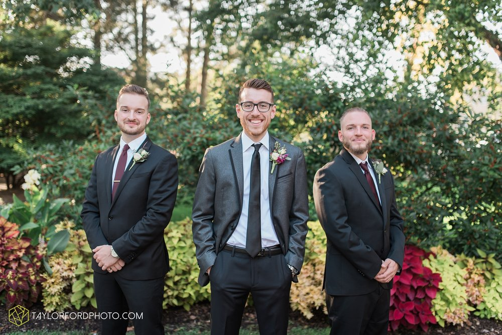 fort-wayne-indiana-wedding-photographer-Taylor-Ford-Photography-foellinger-freimann-botanical-conservatory_3979.jpg