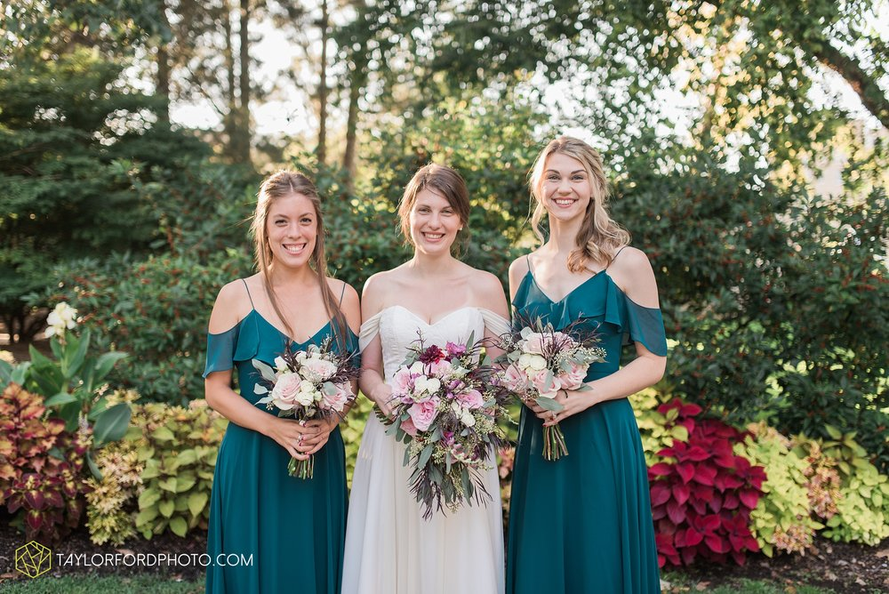 fort-wayne-indiana-wedding-photographer-Taylor-Ford-Photography-foellinger-freimann-botanical-conservatory_3983.jpg