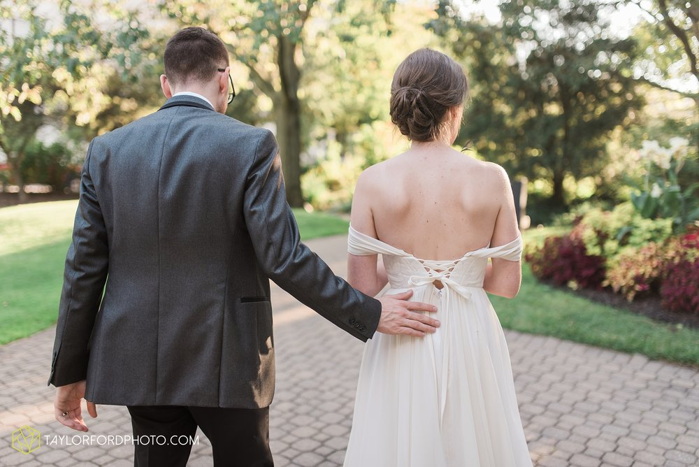 fort-wayne-indiana-wedding-photographer-Taylor-Ford-Photography-foellinger-freimann-botanical-conservatory_3988.jpg