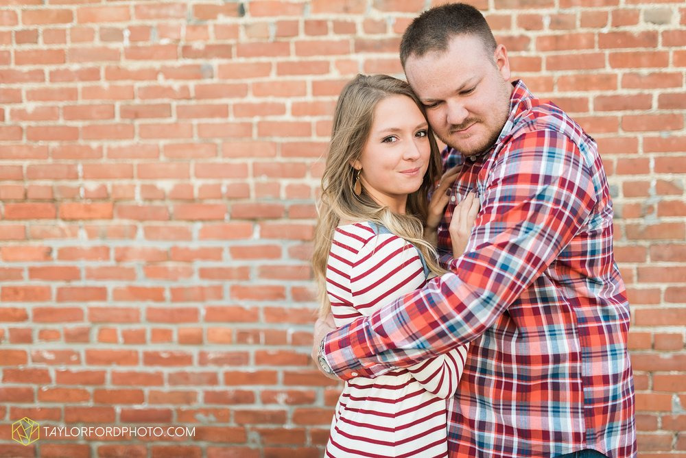 van-wert-ohio-engagement-wedding-photographer-Taylor-Ford-Photography-fall-farm-nature_4064.jpg