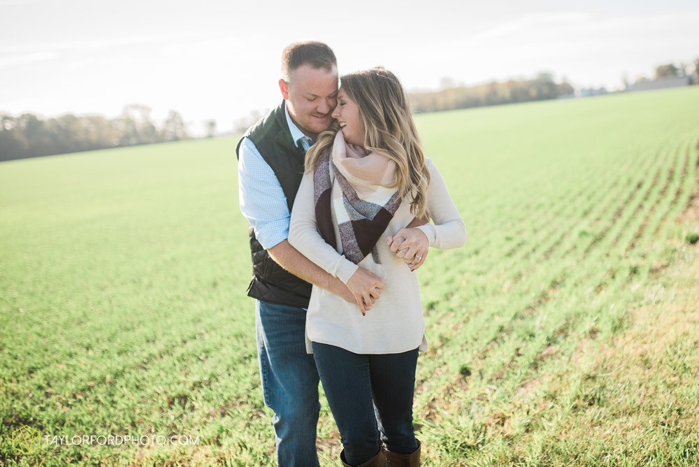 van-wert-ohio-engagement-wedding-photographer-Taylor-Ford-Photography-fall-farm-nature_4066.jpg