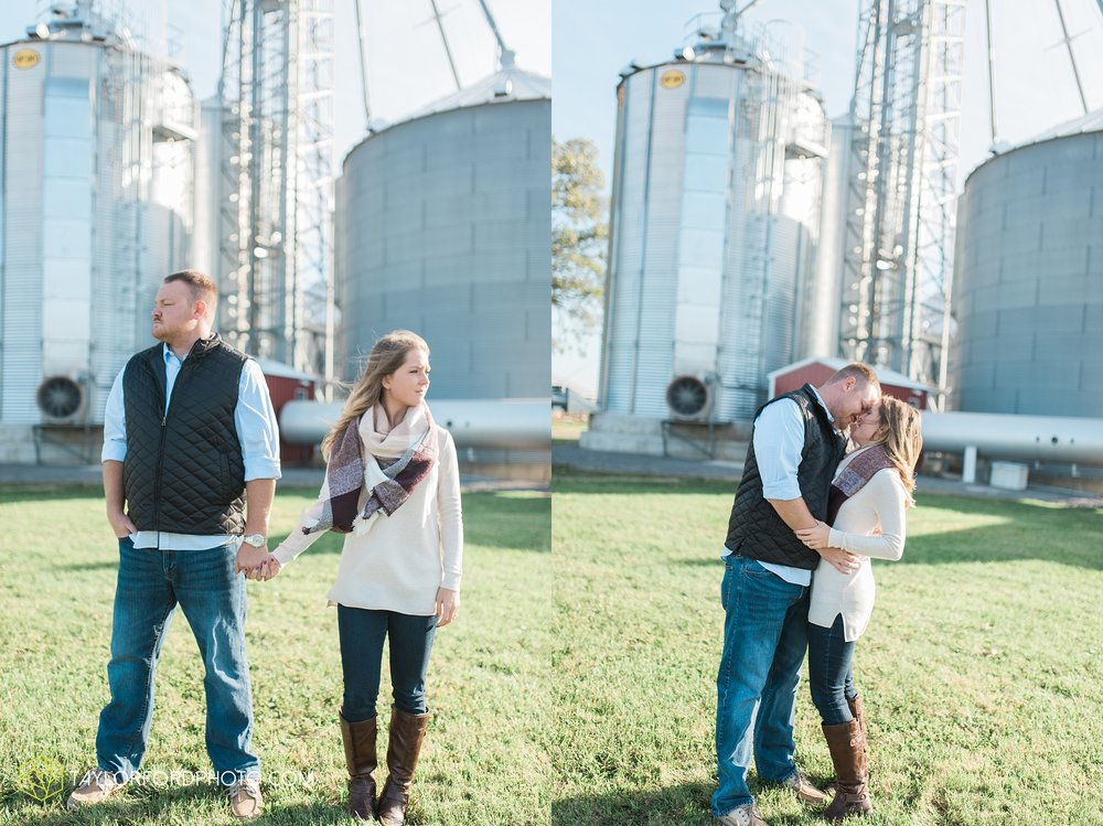 van-wert-ohio-engagement-wedding-photographer-Taylor-Ford-Photography-fall-farm-nature_4065.jpg