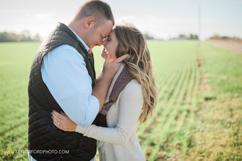van-wert-ohio-engagement-wedding-photographer-Taylor-Ford-Photography-fall-farm-nature_4069.jpg