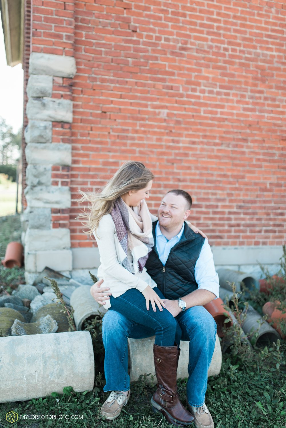 van-wert-ohio-engagement-wedding-photographer-Taylor-Ford-Photography-fall-farm-nature_4075.jpg