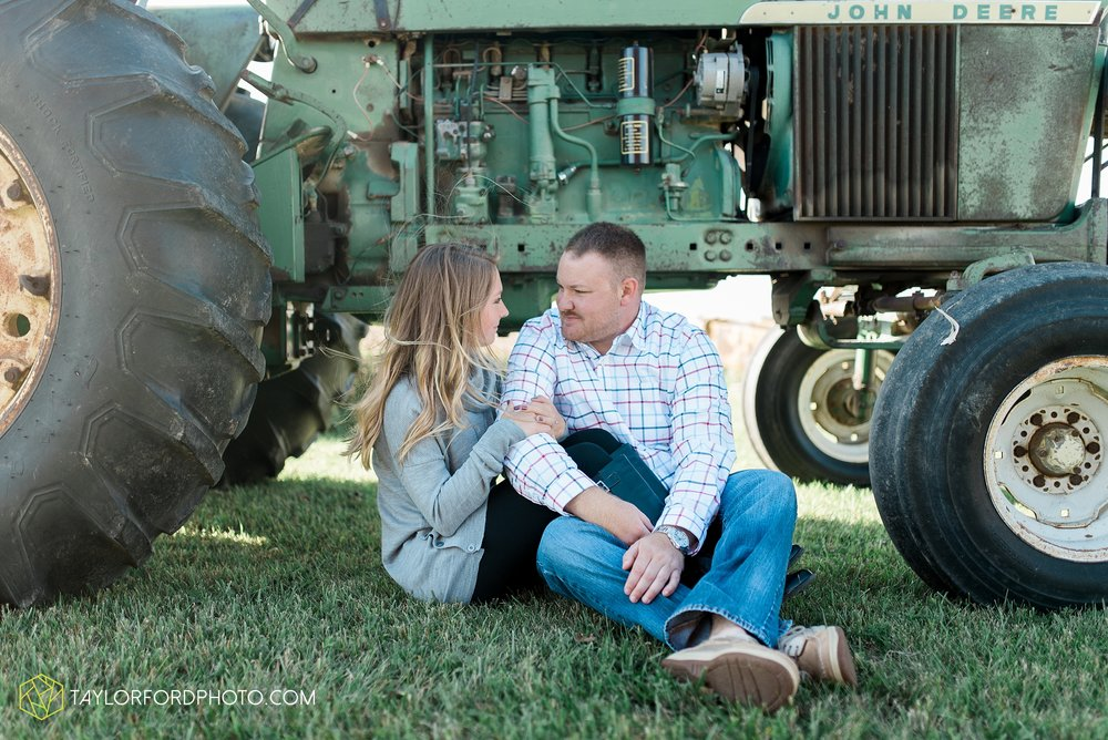 van-wert-ohio-engagement-wedding-photographer-Taylor-Ford-Photography-fall-farm-nature_4078.jpg