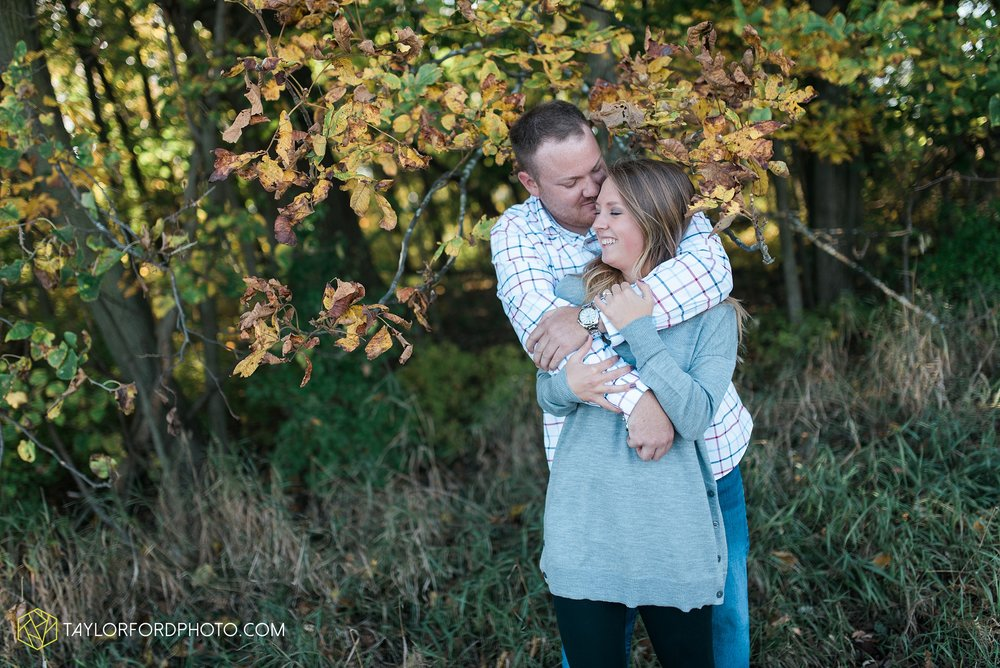 van-wert-ohio-engagement-wedding-photographer-Taylor-Ford-Photography-fall-farm-nature_4079.jpg