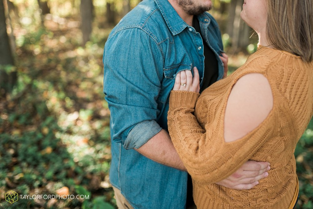 van-wert-ohio-engagement-wedding-photographer-Taylor-Ford-Photography-fall-farm-nature_4137.jpg