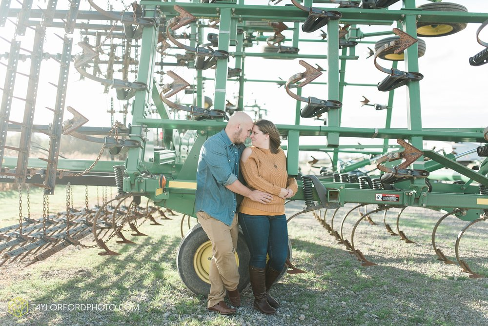 van-wert-ohio-engagement-wedding-photographer-Taylor-Ford-Photography-fall-farm-nature_4143.jpg