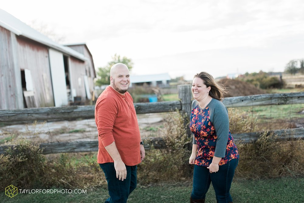 van-wert-ohio-engagement-wedding-photographer-Taylor-Ford-Photography-fall-farm-nature_4146.jpg