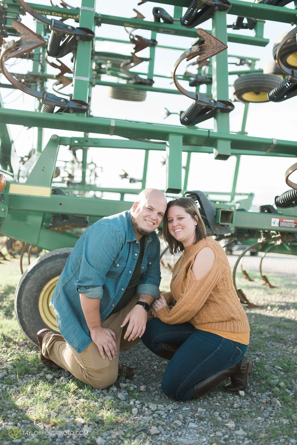 van-wert-ohio-engagement-wedding-photographer-Taylor-Ford-Photography-fall-farm-nature_4144.jpg