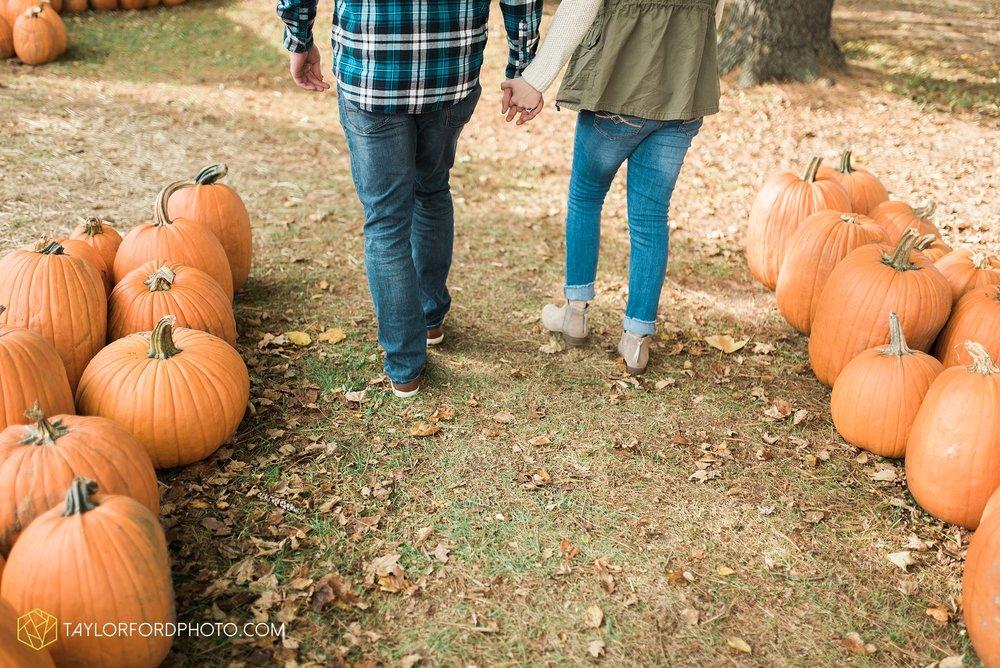 fort-wayne-leo-indiana-engagement-wedding-photographer-Taylor-Ford-Photography-fall-farm-nature-october-pumpkin-patch_4159.jpg