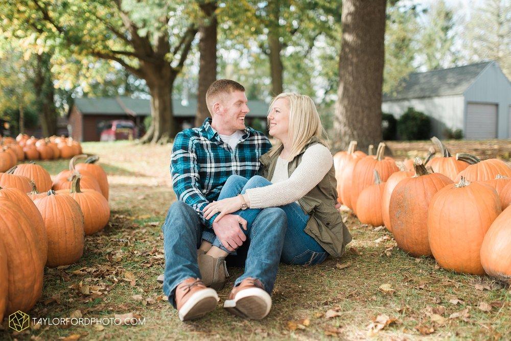 fort-wayne-leo-indiana-engagement-wedding-photographer-Taylor-Ford-Photography-fall-farm-nature-october-pumpkin-patch_4161.jpg