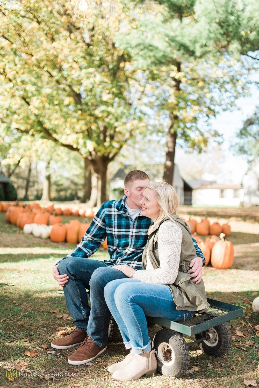 fort-wayne-leo-indiana-engagement-wedding-photographer-Taylor-Ford-Photography-fall-farm-nature-october-pumpkin-patch_4165.jpg
