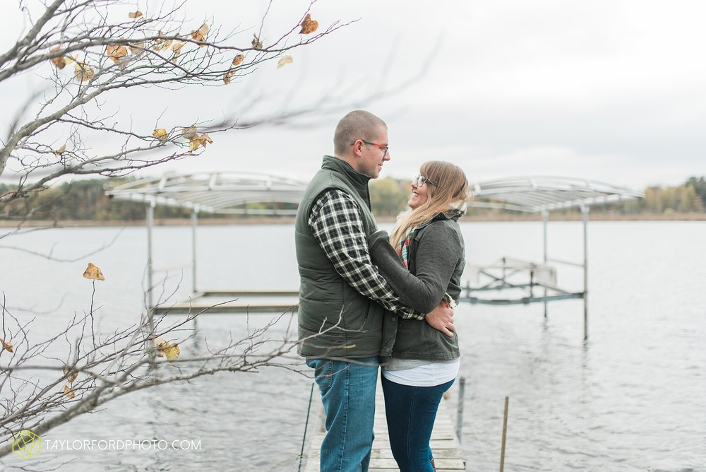angola-indiana-crooked-lake-engagement-wedding-photographer-Taylor-Ford-Photography-winter-frozen-lake_4227.jpg