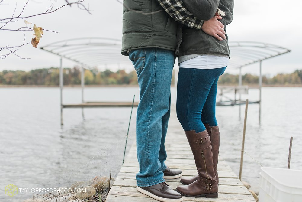 angola-indiana-crooked-lake-engagement-wedding-photographer-Taylor-Ford-Photography-winter-frozen-lake_4228.jpg