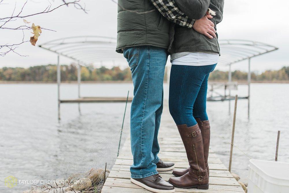angola-indiana-crooked-lake-engagement-wedding-photographer-Taylor-Ford-Photography-winter-frozen-lake_4228.jpg