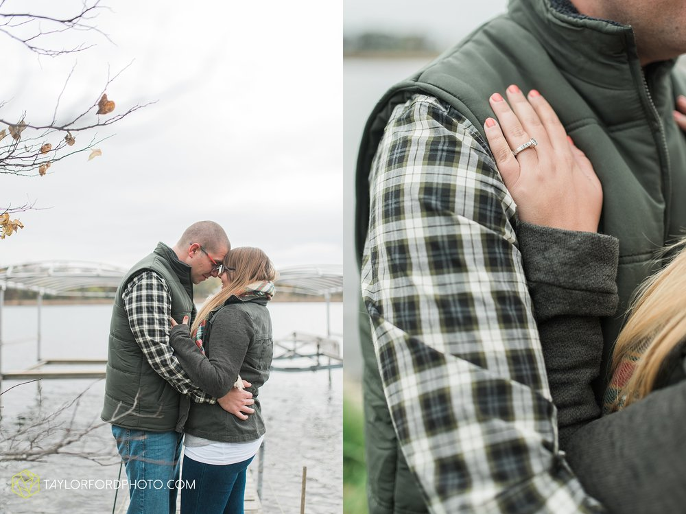 angola-indiana-crooked-lake-engagement-wedding-photographer-Taylor-Ford-Photography-winter-frozen-lake_4229.jpg