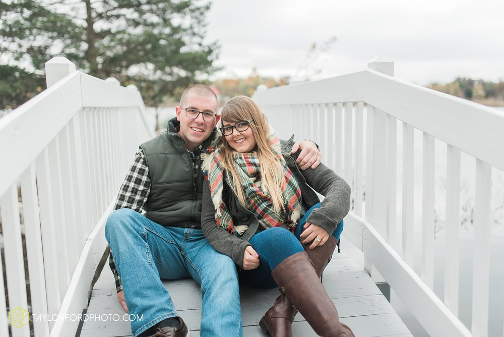 angola-indiana-crooked-lake-engagement-wedding-photographer-Taylor-Ford-Photography-winter-frozen-lake_4232.jpg