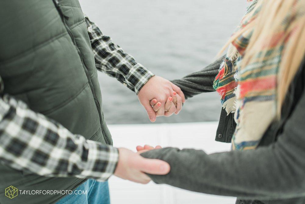 angola-indiana-crooked-lake-engagement-wedding-photographer-Taylor-Ford-Photography-winter-frozen-lake_4237.jpg