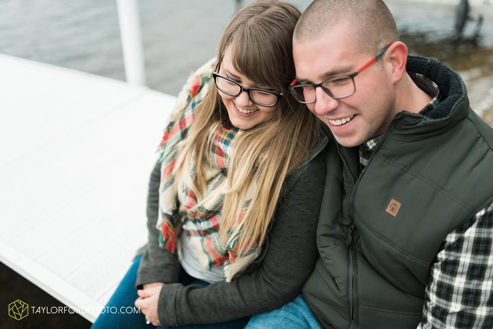 angola-indiana-crooked-lake-engagement-wedding-photographer-Taylor-Ford-Photography-winter-frozen-lake_4240.jpg