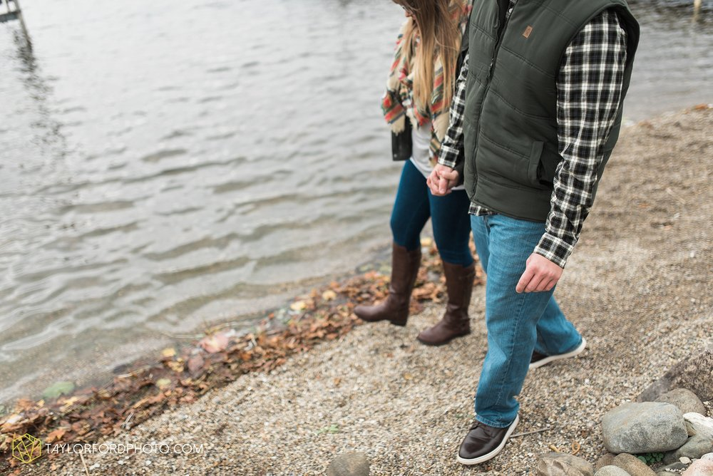 angola-indiana-crooked-lake-engagement-wedding-photographer-Taylor-Ford-Photography-winter-frozen-lake_4241.jpg