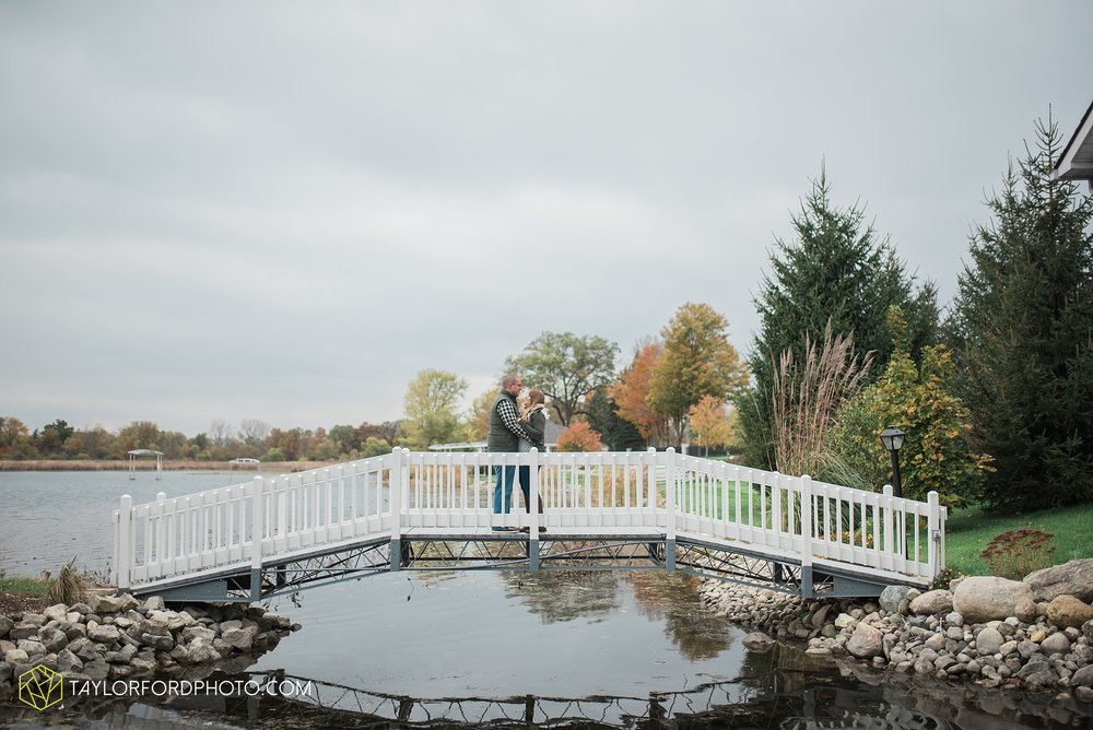 angola-indiana-crooked-lake-engagement-wedding-photographer-Taylor-Ford-Photography-winter-frozen-lake_4243.jpg