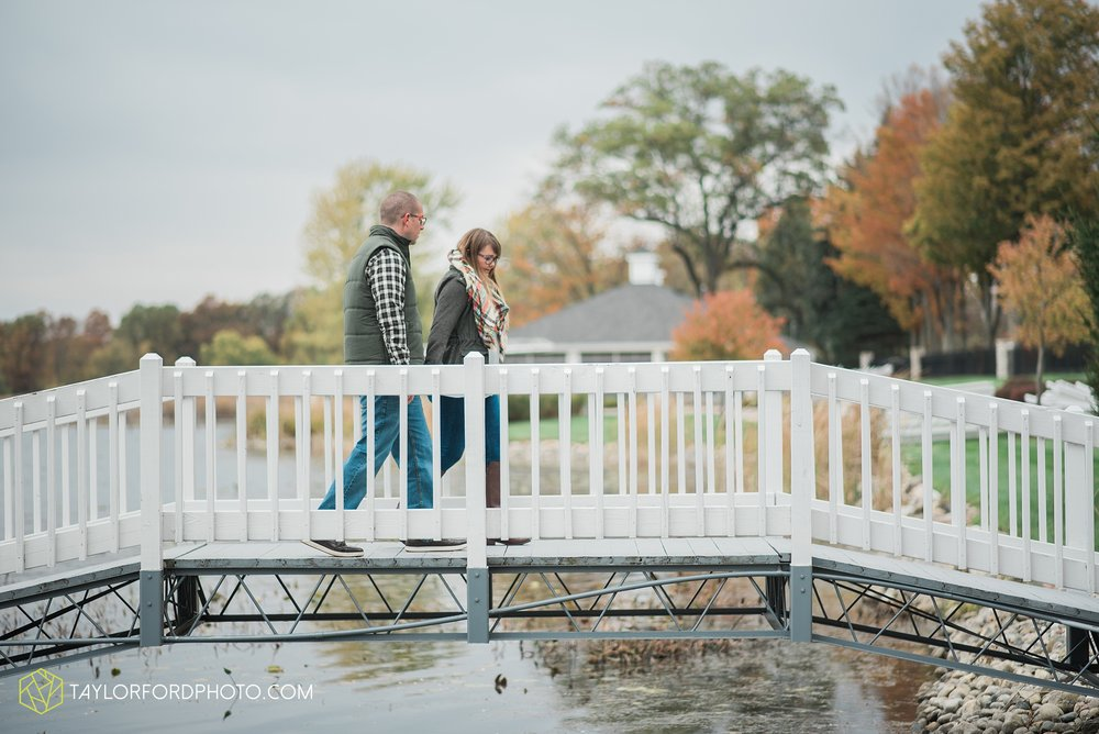 angola-indiana-crooked-lake-engagement-wedding-photographer-Taylor-Ford-Photography-winter-frozen-lake_4244.jpg