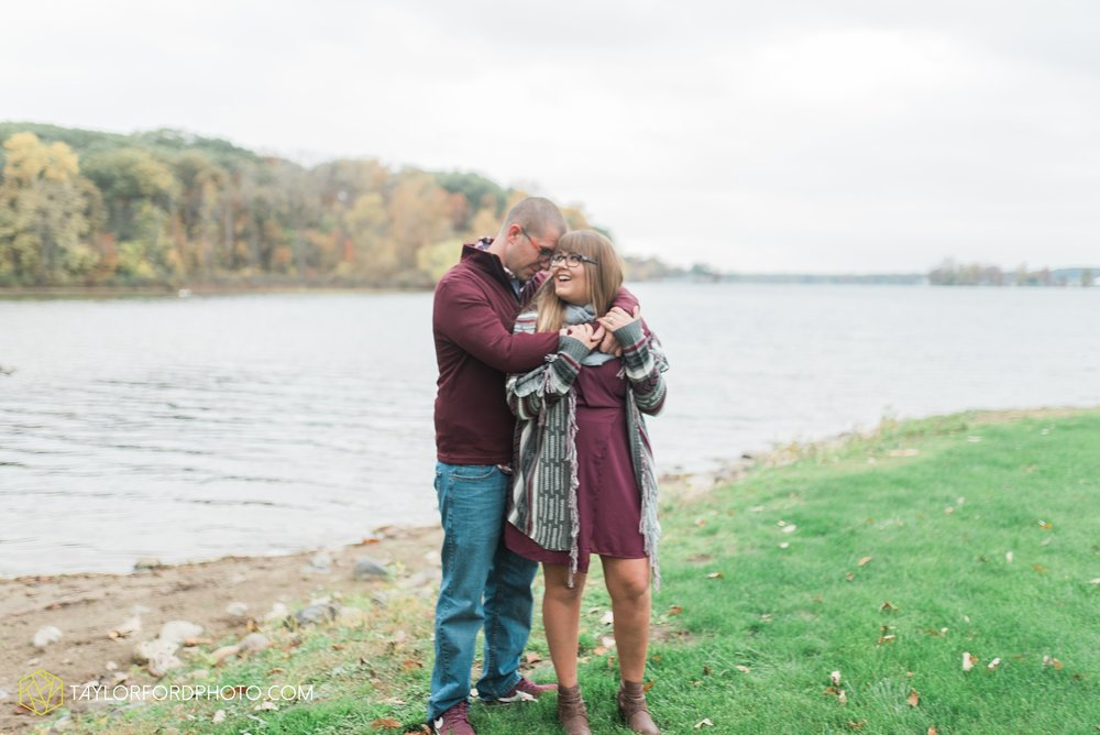 angola-indiana-crooked-lake-engagement-wedding-photographer-Taylor-Ford-Photography-winter-frozen-lake_4247.jpg