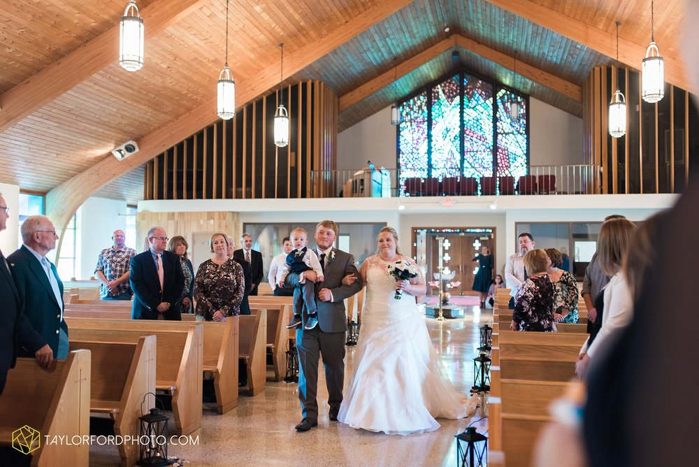 van-wert-ohio-wedding-photographer-Taylor-Ford-Photography-saint-marys-assumption-willow-bend-golf-course_4304.jpg