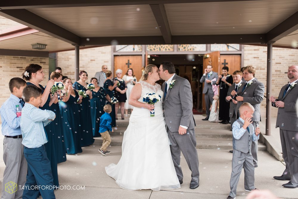 van-wert-ohio-wedding-photographer-Taylor-Ford-Photography-saint-marys-assumption-willow-bend-golf-course_4313.jpg