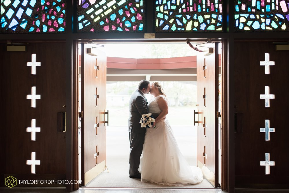 van-wert-ohio-wedding-photographer-Taylor-Ford-Photography-saint-marys-assumption-willow-bend-golf-course_4314.jpg