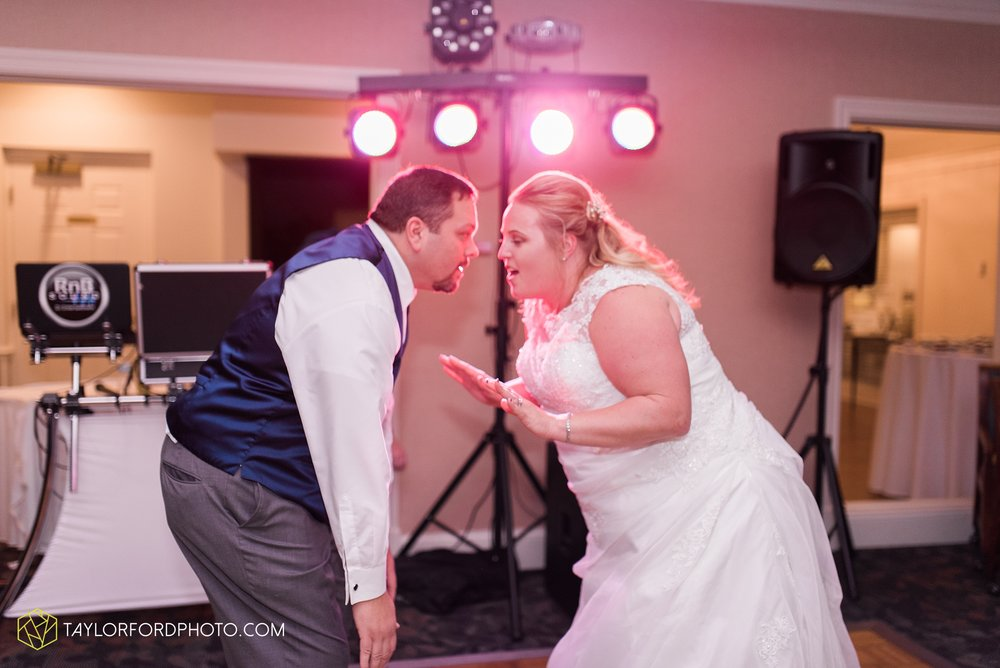 van-wert-ohio-wedding-photographer-Taylor-Ford-Photography-saint-marys-assumption-willow-bend-golf-course_4401.jpg
