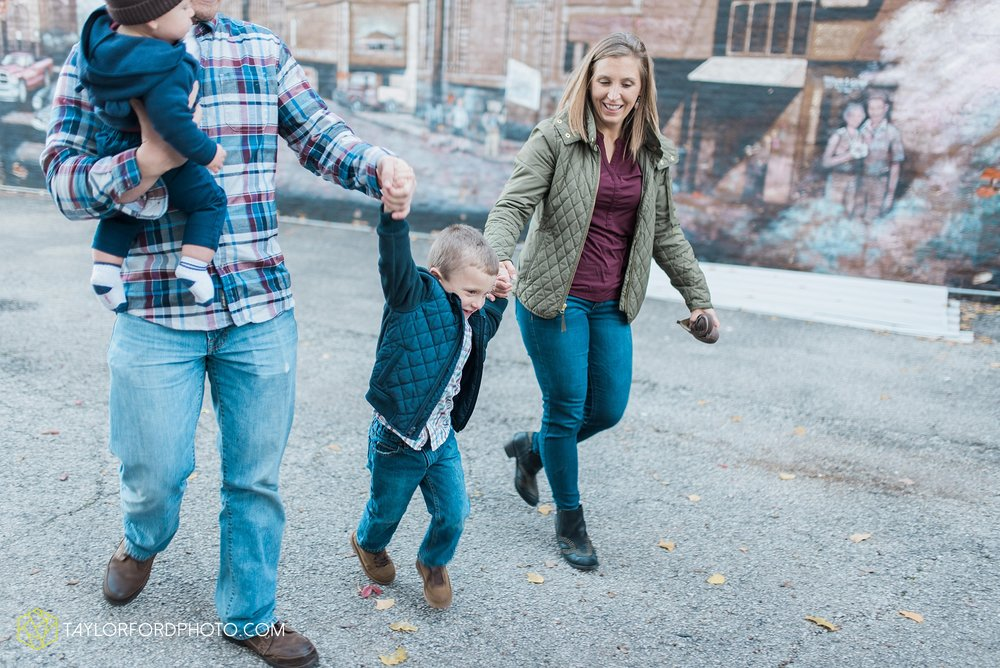 van-wert-ohio-family-photographer-downtown-urban-Taylor-Ford-Photography_4619.jpg