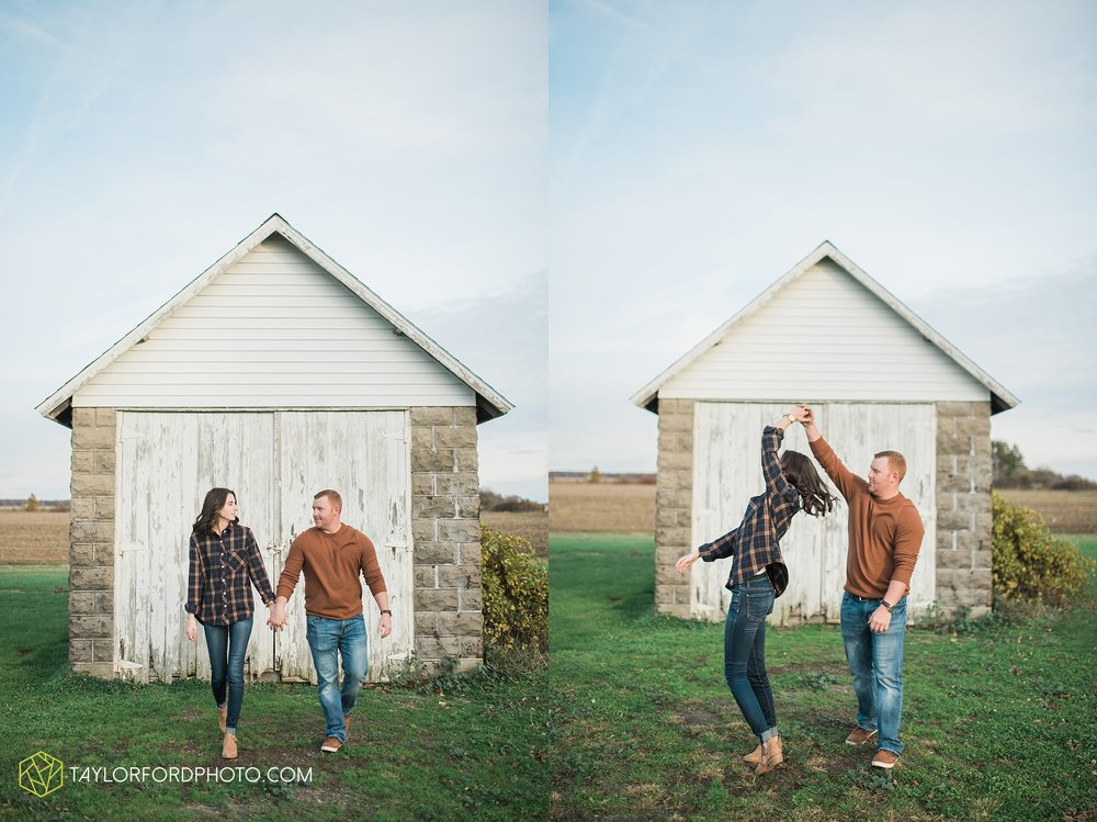 van-wert-ohio-engagement-photography-farm-life-photographer-Taylor-Ford-Photography_4530.jpg
