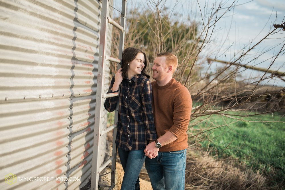 van-wert-ohio-engagement-photography-farm-life-photographer-Taylor-Ford-Photography_4531.jpg