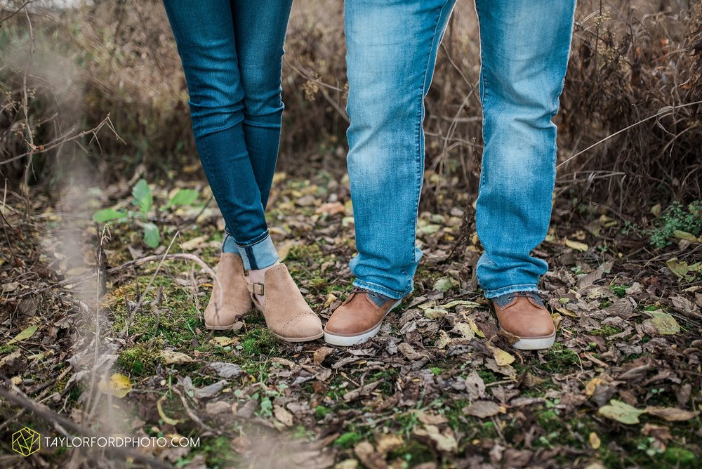 van-wert-ohio-engagement-photography-farm-life-photographer-Taylor-Ford-Photography_4534.jpg