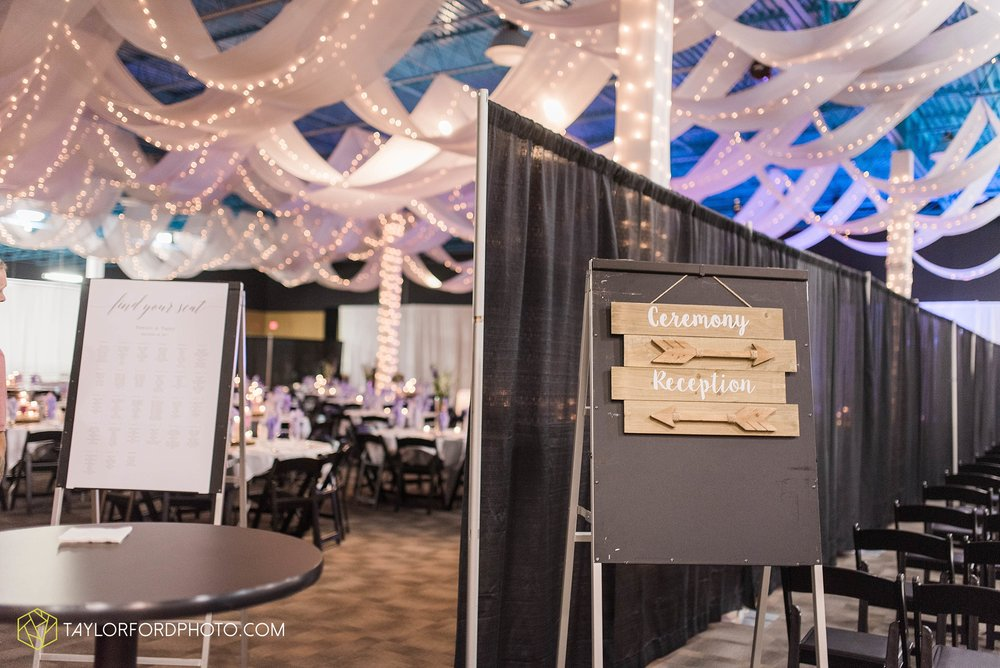fort-wayne-indiana-wedding-photographer-cerutis-banquet-and-event-center-homewood-suites-by-hilton-Taylor-Ford-Photography_4707.jpg