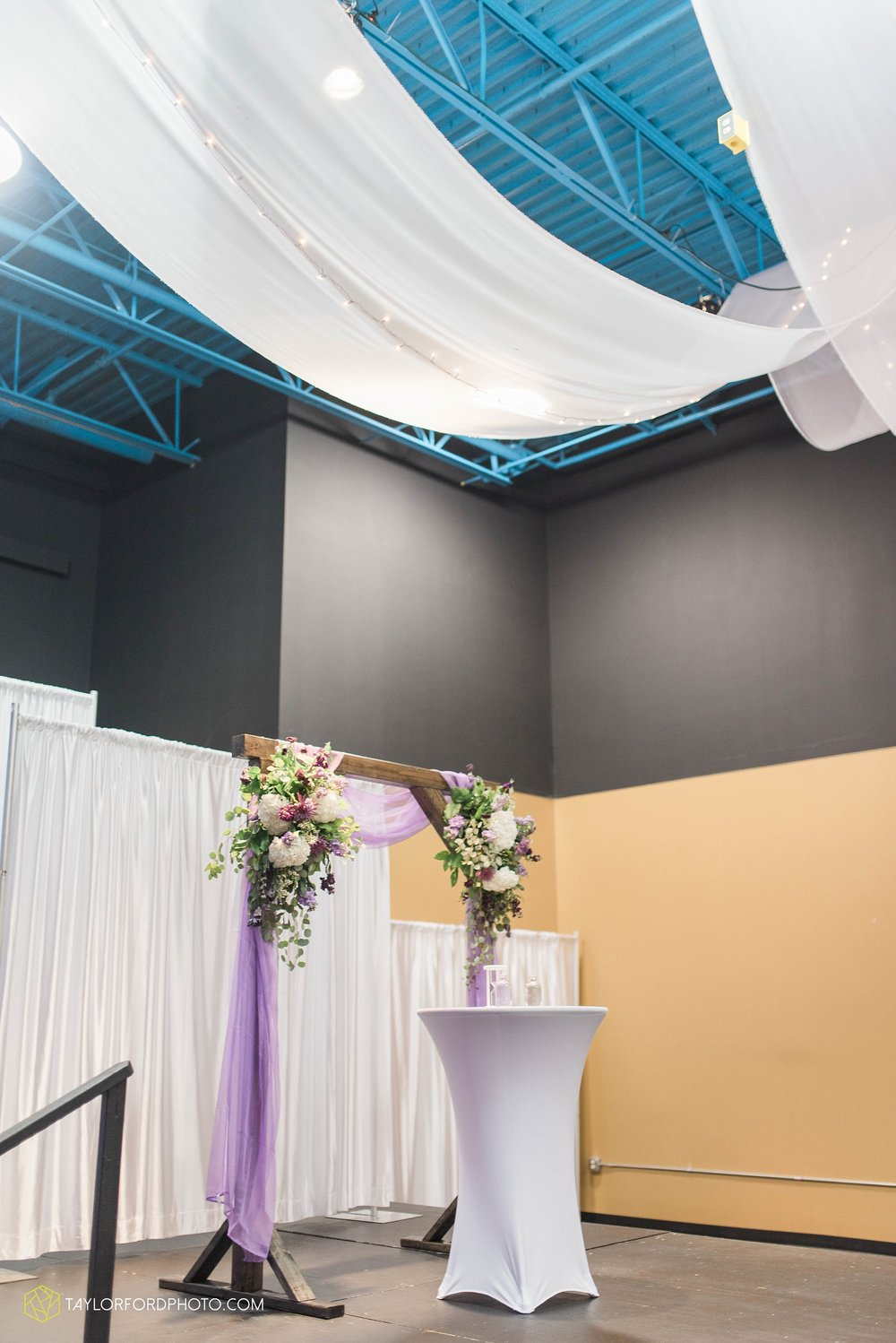 fort-wayne-indiana-wedding-photographer-cerutis-banquet-and-event-center-homewood-suites-by-hilton-Taylor-Ford-Photography_4708.jpg