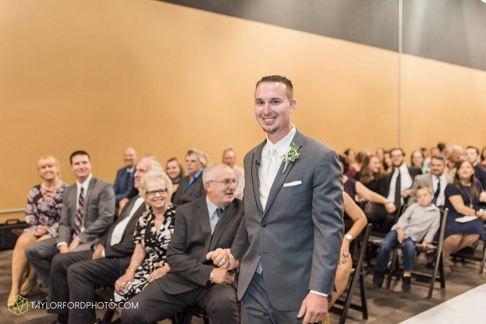 fort-wayne-indiana-wedding-photographer-cerutis-banquet-and-event-center-homewood-suites-by-hilton-Taylor-Ford-Photography_4710.jpg